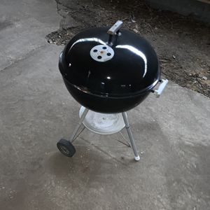 Weber Charcoal Grill with Charcoal Starter for Sale in North Brunswick Township, NJ