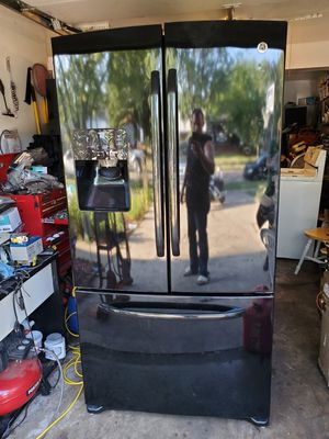 GE french door refrigerator ( free delivery) for Sale in Bolingbrook, IL