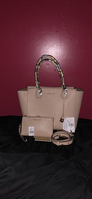 Authentic Michael Kors Mercer and matching wallet for Sale in Pittsburgh, PA