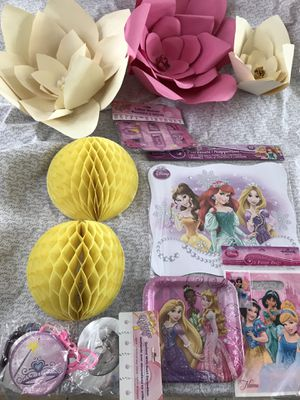 Girl's Disney Princesses & Flowers Birthday party kit for Sale in San Marcos, CA