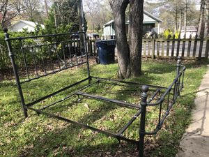 King size bed with frame 100$ for Sale in Chickamauga, GA