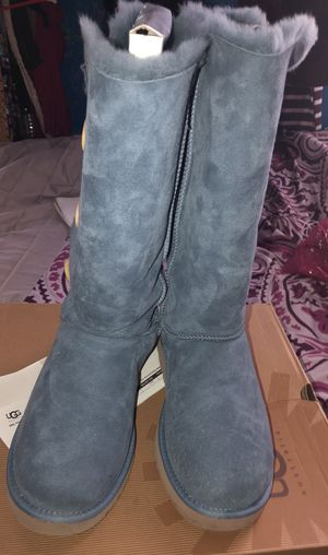 Women's uggs Size 12 for Sale in Baltimore, MD