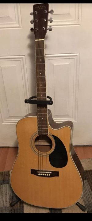 Carla Robelli Elictric guitar with stand for Sale in Groveport, OH