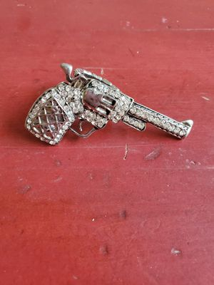 ICED OUT GUN RING, ITS COSTUME JEWELRY for Sale in San Antonio, TX