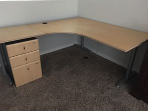 Computer desk and chair for Sale in Maricopa, AZ