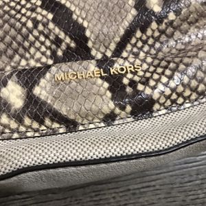 MICHEAL KORS PURSE FOR 50 (perfect condition!) for Sale in Ontario, CA