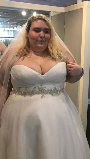 Plus size wedding dress for sale for Sale in Winter Garden, FL