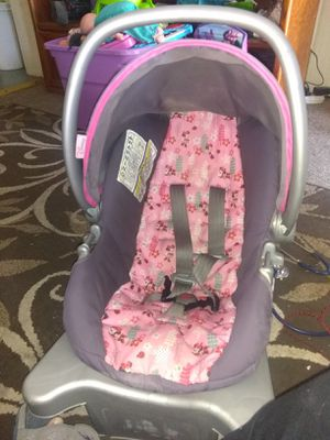 Minnie mouse car seat with base for Sale in Pueblo, CO