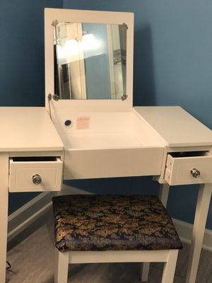 Make up table with bench for Sale in Raleigh, NC