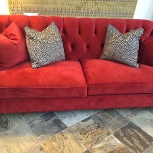 Walter E. Smithe ALEXIS sofa, sangria color, 80 inches for Sale in Chicago, IL