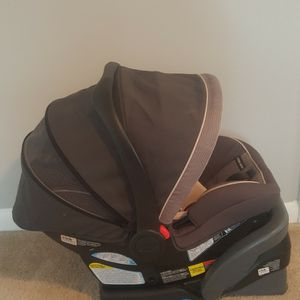 Graco Baby Carseat With Base for Sale in Atlanta, GA