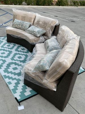 NEW Mission Hills 2 Love Seat Outdoor Wicker Furniture Set Sunbrella Cushion with Pillow SOLD at COSTCO for Sale in Covina, CA