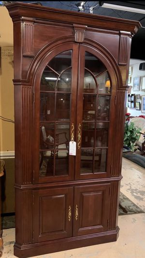 Vintage Pennsylvania House Solid Cherry Light Up Corner Hutch Cabinet w Glass Shelves for Sale in Lehighton, PA