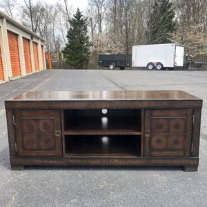 Nice TV Stand for Sale in Lake Ridge, VA