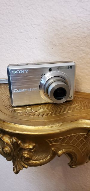 Sony Cyber-shot DSC-S750, 7.2 MP Digital camera-silver for Sale in Citrus Heights, CA