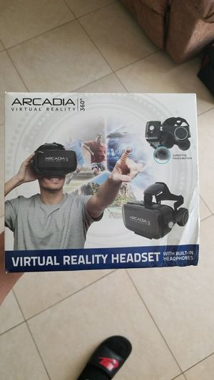 Virtual reality headset for Sale in Fort Lauderdale, FL