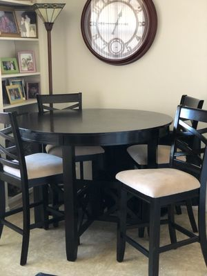 Dining room table with 4 chairs. Like new! for Sale in Orlando, FL
