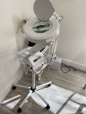 FACIAL STEAMER WITH LAMP for Sale in Miami, FL