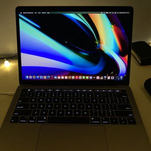 2019 Macbook Pro 13in with touch bar for Sale in Gainesville, VA