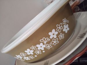 Pyrex casserole bowl with top for Sale in Covina, CA