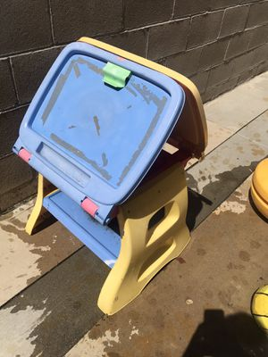 Free easel for Sale in Fontana, CA