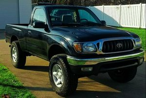 THE CAR IS FULL TOYOTA TACOMA 2001 BLACK COLOR for Sale in Sioux Falls, SD