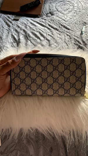 Gucci wallet for Sale in Tacoma, WA