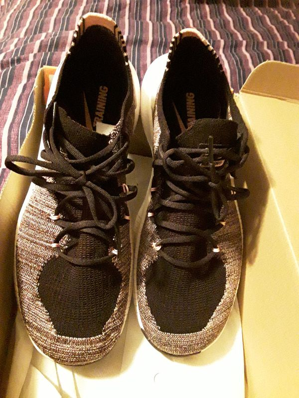Womans Size 9 in a half Used great shape Nikes Really Comfy. And cute.