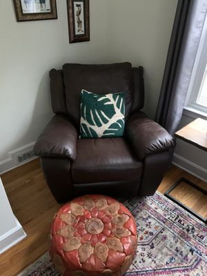 Brown recliner for Sale in Stamford, CT