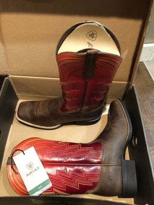 Western Boots - Ariat - size 10 never worn for Sale in Renton, WA