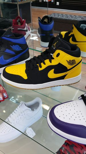 """Air Jordan 1 mid """"new love"""" size 10.5 for Sale in Chicago, IL"""