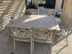Outdoor patio table and chairs for Sale in Escalon, CA