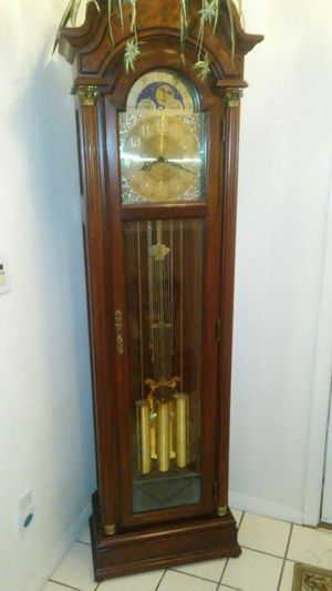 Grand father clock brand pearl for Sale in Las Vegas, NV
