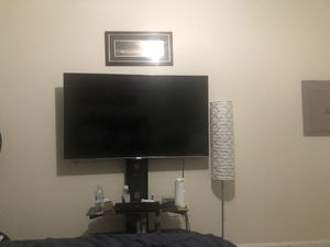55 inch Hi sense tv and a stand..am selling for $340 for Sale in Euless, TX