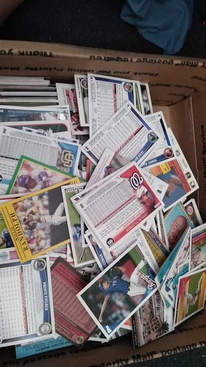 Box of football and baseball cards for Sale in Leavenworth, WA
