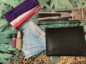 New makeup , 14 pc brush set with pouch, travel flat iron please read details for Sale in Jonesboro, GA