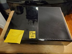 Xbox one original 500g console (console only) for Sale in Pompano Beach, FL