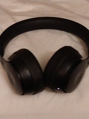 Beats noise cancelling studio headphones for Sale in San Diego, CA