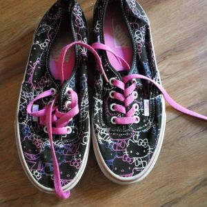 VANS HELLO KITTY GIRLS SZ 6 GOOD SHAPE for Sale in Simi Valley, CA