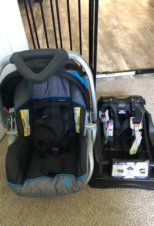Baby trend infant car seat+base for Sale in Brownsville, OR