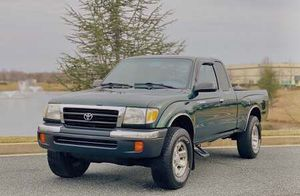 GREEN TOYOTA TACOMA 2000 MANUAL 4 WHEELS FOR DRIVE for Sale in Los Angeles, CA