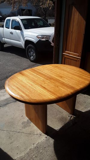 Walter of Wabash solid oak wood kitchen table with one leaf like new for Sale in Bath, PA