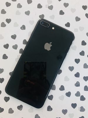 iPhone 8 Plus (64 GB) Desbloqueado con garantià for Sale in Cambridge, MA