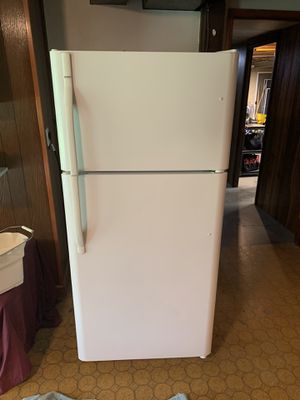 Kenmore Refrigerator- super clean for Sale in Manchester, MO