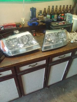 2000 Jeep Grand Cherokee head light assembly's for Sale in Yacolt, WA