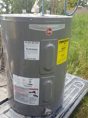 RHEEM ELECTRIC WATER HEATER for Sale in Houston, TX