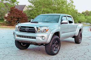 Low.Price 2009 Toyota Tacoma 4WDWheels for Sale in Savannah, GA