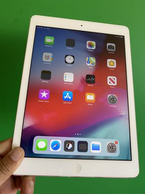 """Apple IPad Air (9.7"""" Retina Display/ IOS 12 / Newer than Ipad 4th Gen.) 16GB WiFi + Cellular (LTE) with complete Accesories for Sale in Rosemead, CA"""