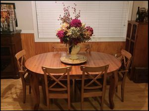 Dining table with six chairs for Sale in Rancho Cordova, CA