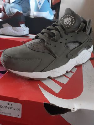 Nike huaraches for Sale in Las Vegas, NV